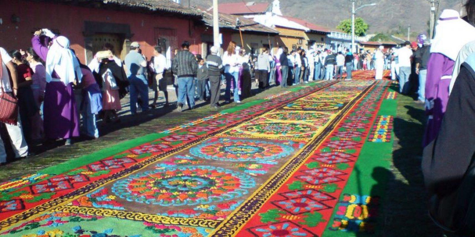Y también hay ciertas tradiciones como la creación de alfombras de aserrín que deberían ser terminadas. Foto:http://www.buzzfeed.com