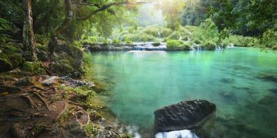 Las cascadas de Semuc Champey tienen agua de colores demasiado claros que lastimarán tus ojos. Foto:http://www.buzzfeed.com