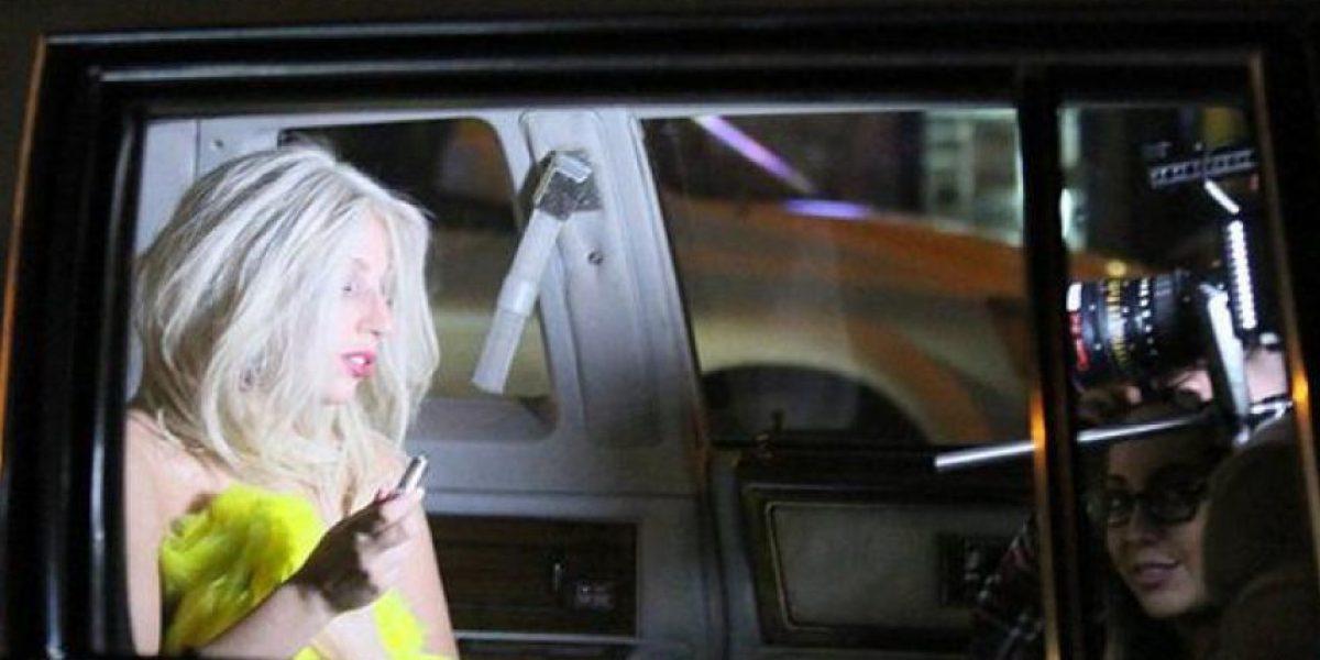 """Lady Gaga deja ver uno de sus pechos en """"American Horror Story"""""""