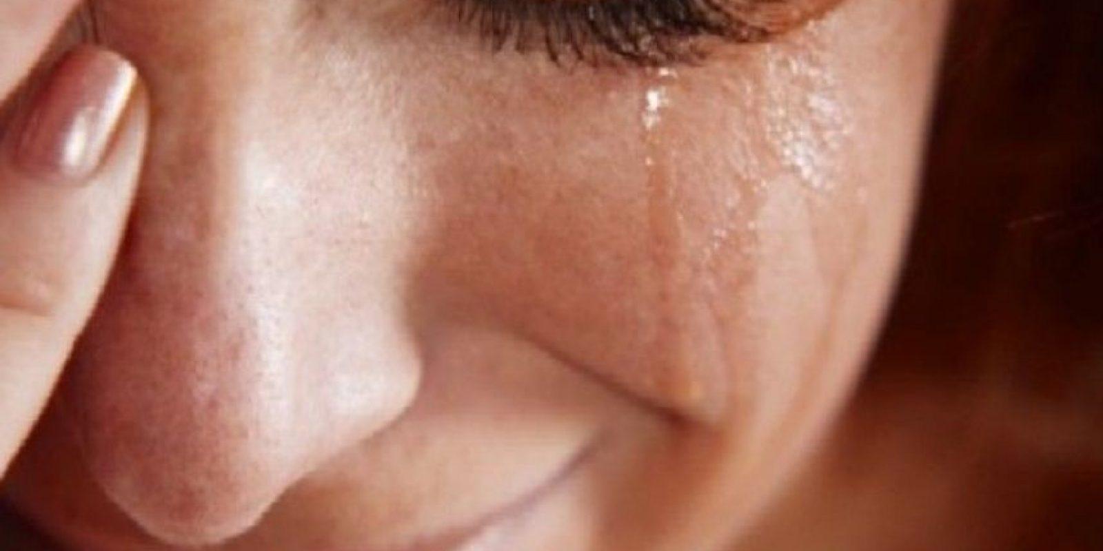 """Él le aseguró pagarle """"hasta el último centavo"""" cuando regrese de su viaje. Foto:Tumblr.com/Tagged-mujer-triste"""