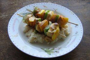 Se recomienda reemplazar las salsas carbonatadas por alimentos marinados. Foto:Wikimedia