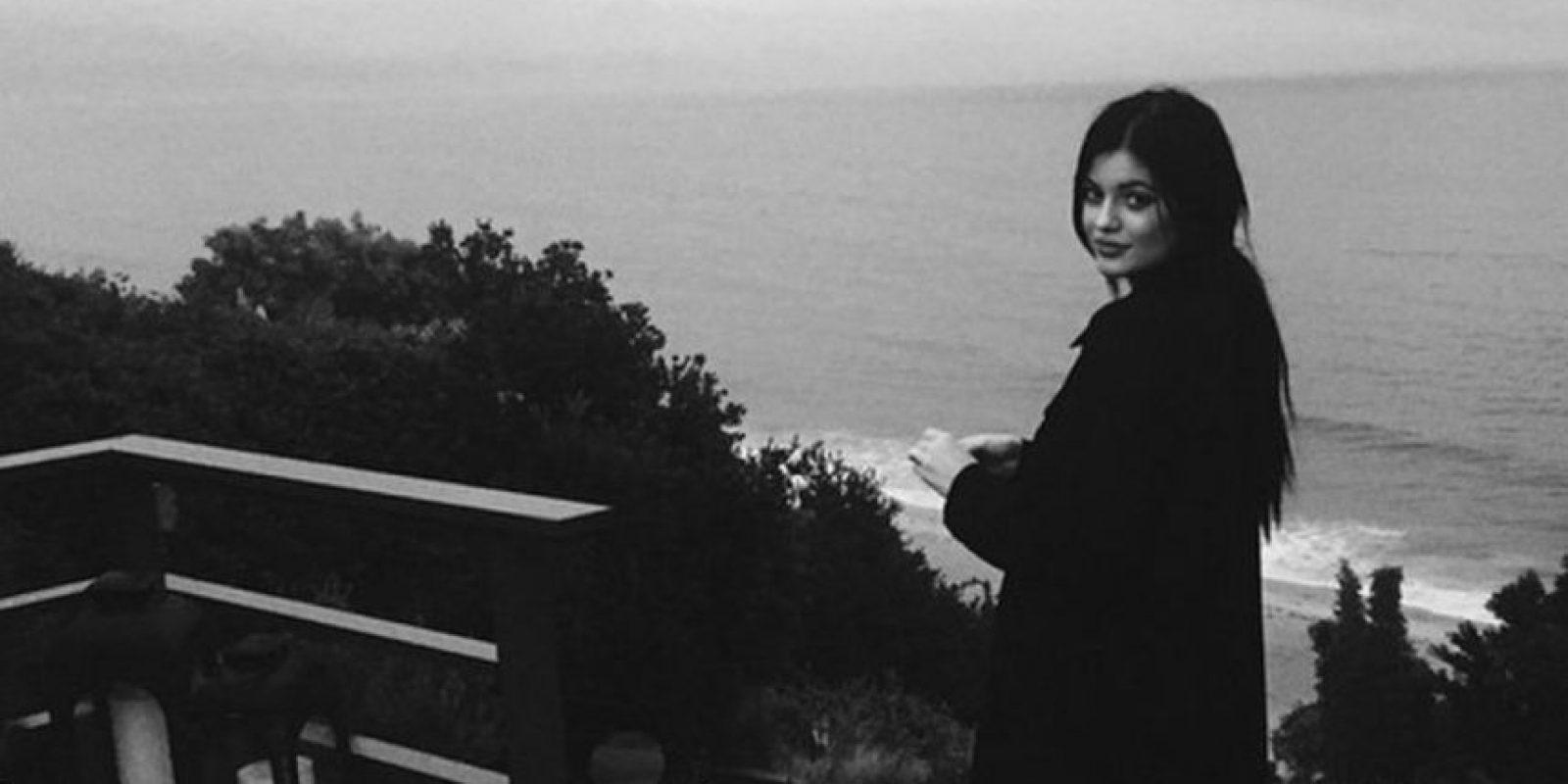 La socialité afirma que no es partidaria de las cirugías. Pero sus labios delgadísimos ahora son motivo de frenesí en muchas jóvenes mujeres que los quieren tener como los de ella. Foto:Instagram/Kendall Jenner