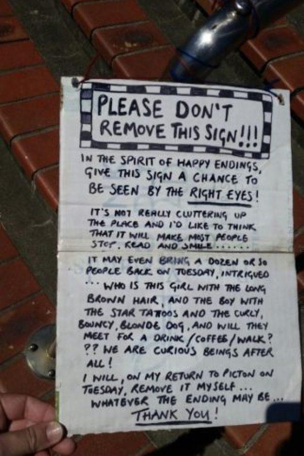La mujer llamada Sarah escribió otro cartel donde pedía no remover su llamado sino hasta haber encontrado al chico que buscaba. Foto:Vía Facebook: Beachcomber-Fun-Cruises