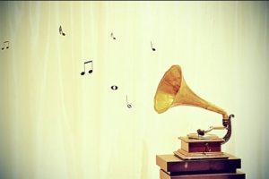 4. Si se ajustan bien, los cascos y los auriculares permiten escuchar música con claridad a volúmenes bajos, y cuando aíslan del ruido del entorno permiten escuchar el sonido a un volumen más bajo del que sería necesario en caso de no ser aislantes. Foto:Tumblr.com/Tagged-música