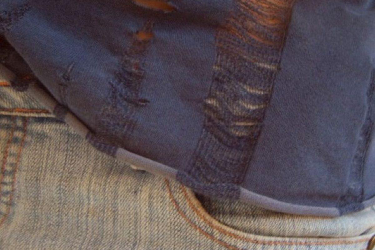 5. Preparar la ropa un día antes y que al momento de ponérsela se rompa o se den cuenta de que tiene una mancha, hoyo o algo imposible de arreglar en el momento. Foto:Tumblr.com/Tagged-ropa-rota