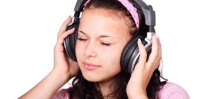 Usar audífonos más de una hora al día podría provocar sordera, dice estudio
