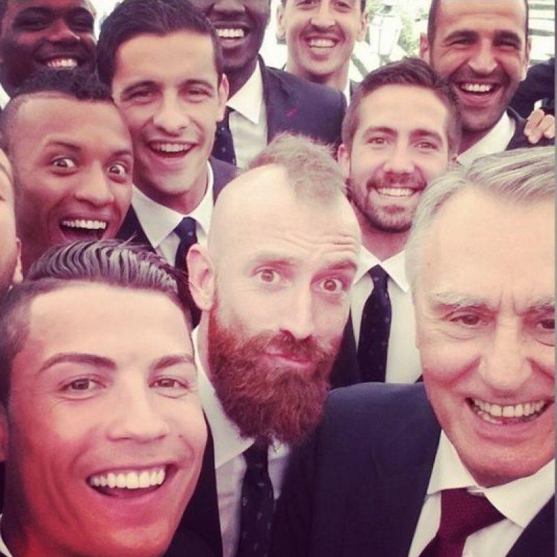 Con la selección de Portugal y el presidente Aníval Cavaco Silva Foto:Instagram: @cristiano