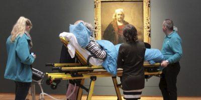 FOTO: Cumplen deseo de estar mujer de ver obra de Rembrandt antes de morir