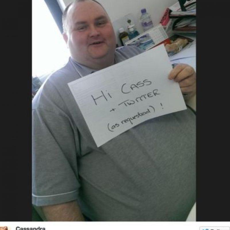 Una mujer llamada Cassandra Fairbanks se indignó con su situación y decidió buscarlo por Twitter. Foto:Twitter