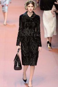 ¿En serio, Dolce & Gabbana? Aunque esos audífonos se agotarán en menos de nada. Foto:AP
