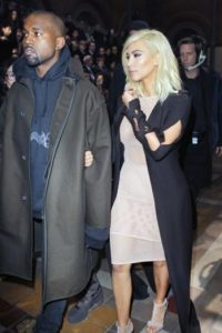Kim Kardashian, con cada uno de sus looks esa semana. Foto:AP