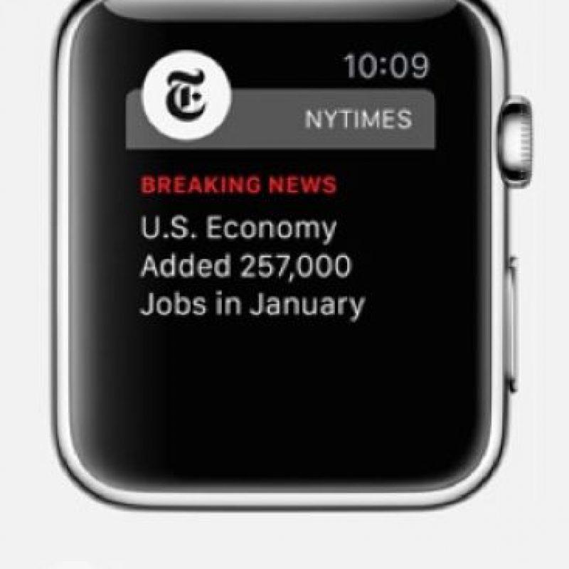 NYTimes: Es posible recibir alertas de noticias, revisar las notas más destacadas o guardárlas para leerlas más tarde en el iPhone o iPad. Foto:Apple