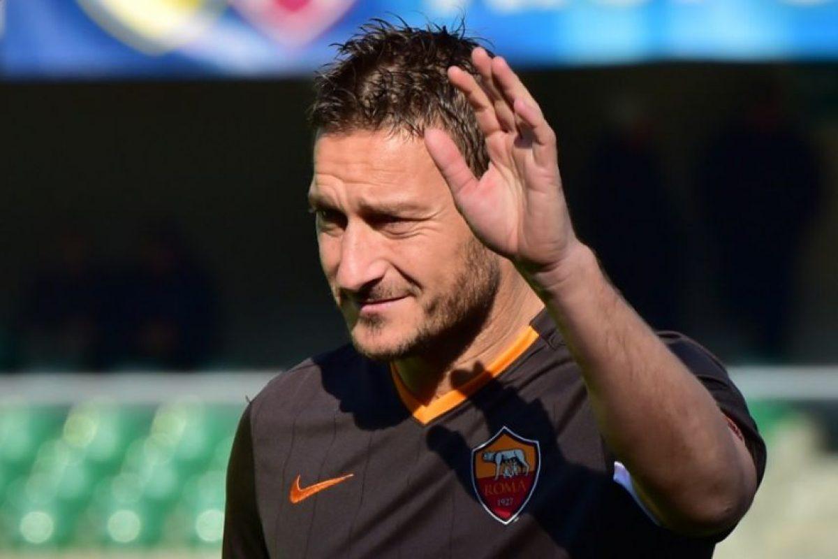El capitán de la Roma supo del accidente que Alexander Lindahl sufrió en Suecia y se puso en contacto con él. Foto:AFP