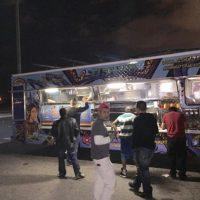 Así luce el camión durante los turnos nocturnos Foto:Facebook