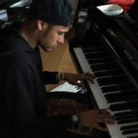 El futbolista sabe tocar el piano. Foto:instagram.com/neymarjr