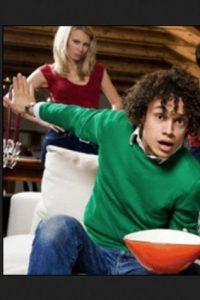 2. Si no compartes con tu pareja el amor por los videogames, de ser posible programa tus horas de juego cuando ella o él no se encuentren en el hogar. Foto:Pinterest