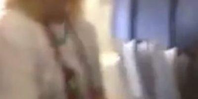 VIDEO: ¿En qué pensaba? Una mujer fumó durante un vuelo comercial