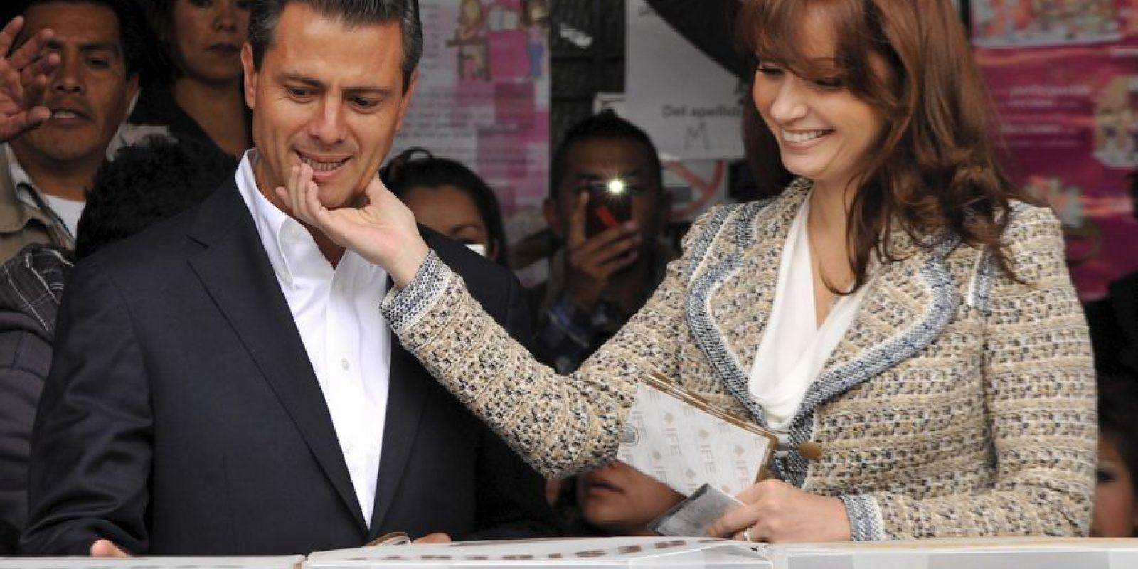 """6. """"Los eventos de las últimas horas tuvieron todos los vicios, fueron planeados con mucha anticipación, muchos recursos y mucho poder"""", dijo Carmen Aristegui a la prensa. Foto:AFP"""