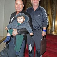 Elton John, su esposo David Furnish y su hijo Foto: Agencias