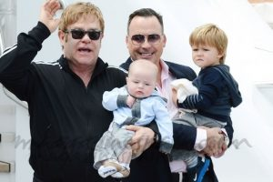 Elton John, su esposo David Furnish y sus hijos Foto: Agencias