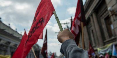 Salubristas marchan para exigir mejoras en la red hospitalaria