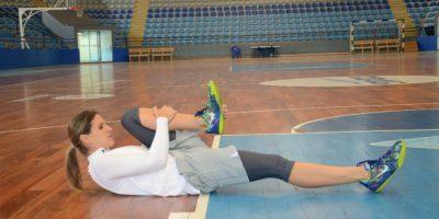 Es importante hacer un calentamiento y estiramiento adecuados antes de entrenar o jugar. Debes hacer ejercicios de rodilla arriba o pateo atrás. Foto:Luis Carlos Nájera