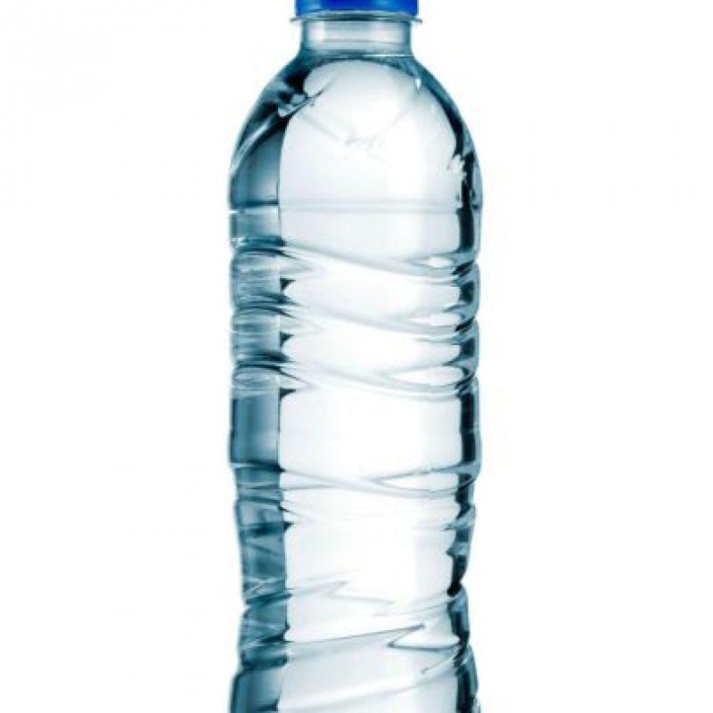 Es importante que tomes mucha agua y bebidas rehidratantes durante el día. Antes y durante el partido o entrenamiento debes hacerlo con moderación para estar en óptimas condiciones. Foto:Luis Carlos Nájera