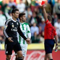 Tan frustrado está que ha sido expulsado. Foto:Getty Images