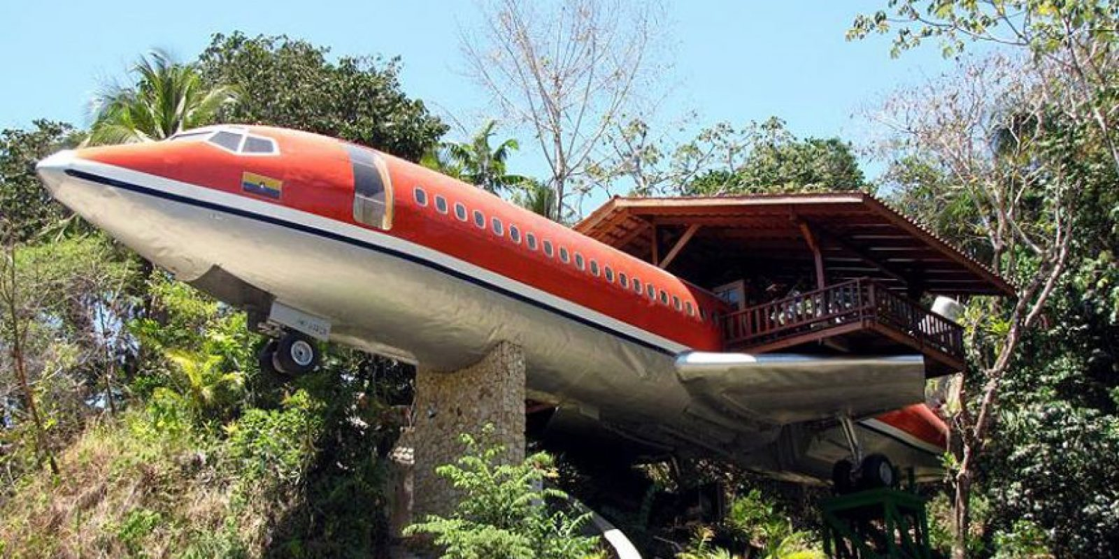 Aunque no es del todo una casa en el árbol, este Boeing 727 estilo vintage fue comprado originalmente por Joanne Ussary por $ 2,000.00. Le costó $ 4,000.00 para mover el avión y $ 24,000.00 paratransformarlo en esta Executive Suite 727 casa del árbol. Un jacuzzi en la cabina del piloto es sólo una de las ideas interesantes que tenía para su nuevo hogar! Foto:architecturendesign.net