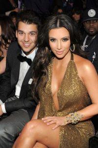 En esta imagen lo podemos apreciar al lado de su hermana Kim. Foto:Getty