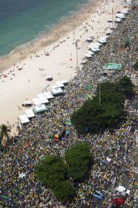 2,2 millones de personas, aproximadamente, de todos los estados brasileños, estuvieron en las calles para protestar en el último domingo Foto:Getty Images. Información: Metro SP
