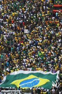 Bajo el impacto de las protestas reflejado en todo el mundo, la presidenta Dilma Rousseff dijo estar abierta a lo diálogo con la población, pero pidió responsabilidad sobre las solicitudes de proceso. Foto:Getty Images