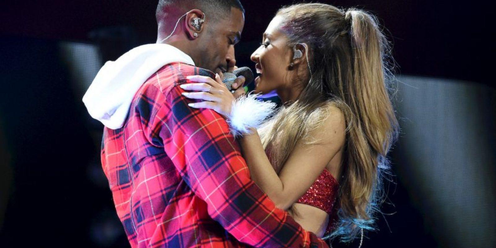 Ariana Grande esta muy contenta con su novio. Foto:Getty