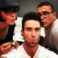 3.- A diferencia de otras celebridades, el puede mostrar su antes y después de usar maquillaje. Foto:Instagram @adamlevine