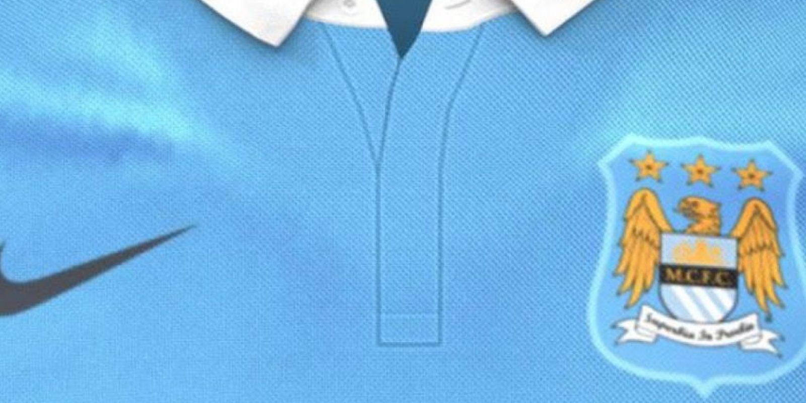 Manchester City opta por un cuello tipo polo. Foto:Twitter