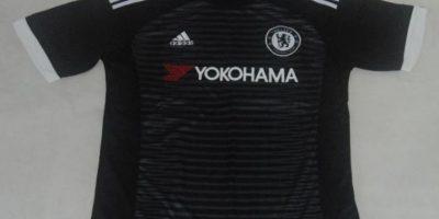 Chelsea – Inglaterra. Nuevo patrocinador y rayas al frente. Foto:Twitter