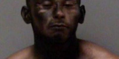 ¡Un genio! Ladrón trató de ocultarse de la policía pintando su cara con spray