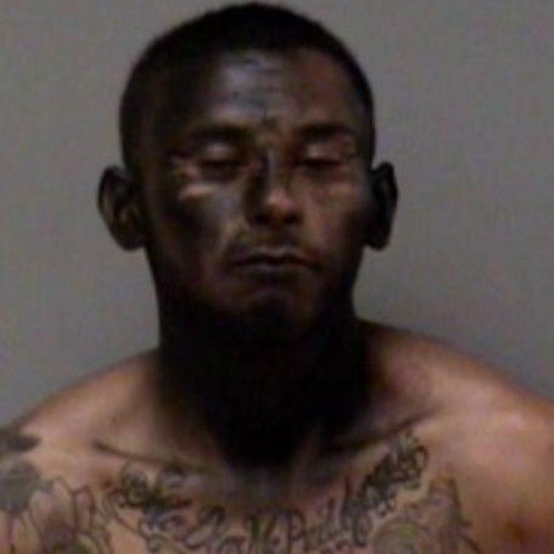 """José Espinoza robó un auto. Pero para escapar de la Policía se """"camufló"""" pintándose la cara de negro. Por supuesto, no funcionó. Foto:Policía de Madera"""