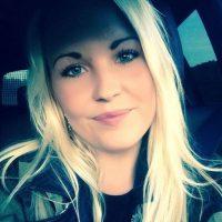 """Alicia Hansson es una joven sueca que solo busca un hombre que luzca bien para """"complacer su vista"""" y que tenga buenos hábitos. Su anuncio se viralizó en Internet y la han tildado de sexista. Pero otros hombres le mandan fotos desnudos y cartas de amor. Foto:Facebook"""
