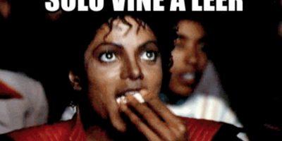"""""""Solo vine a leer comentarios"""" muestra a Michael Jackson en """"Thriller"""" viendo cine. Foto:Meme Generator"""