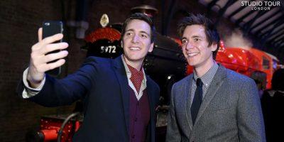 Oliver y James Phelps, mejor conocidos como los gemelos Weasley Foto:Facebook/wbtourlondon