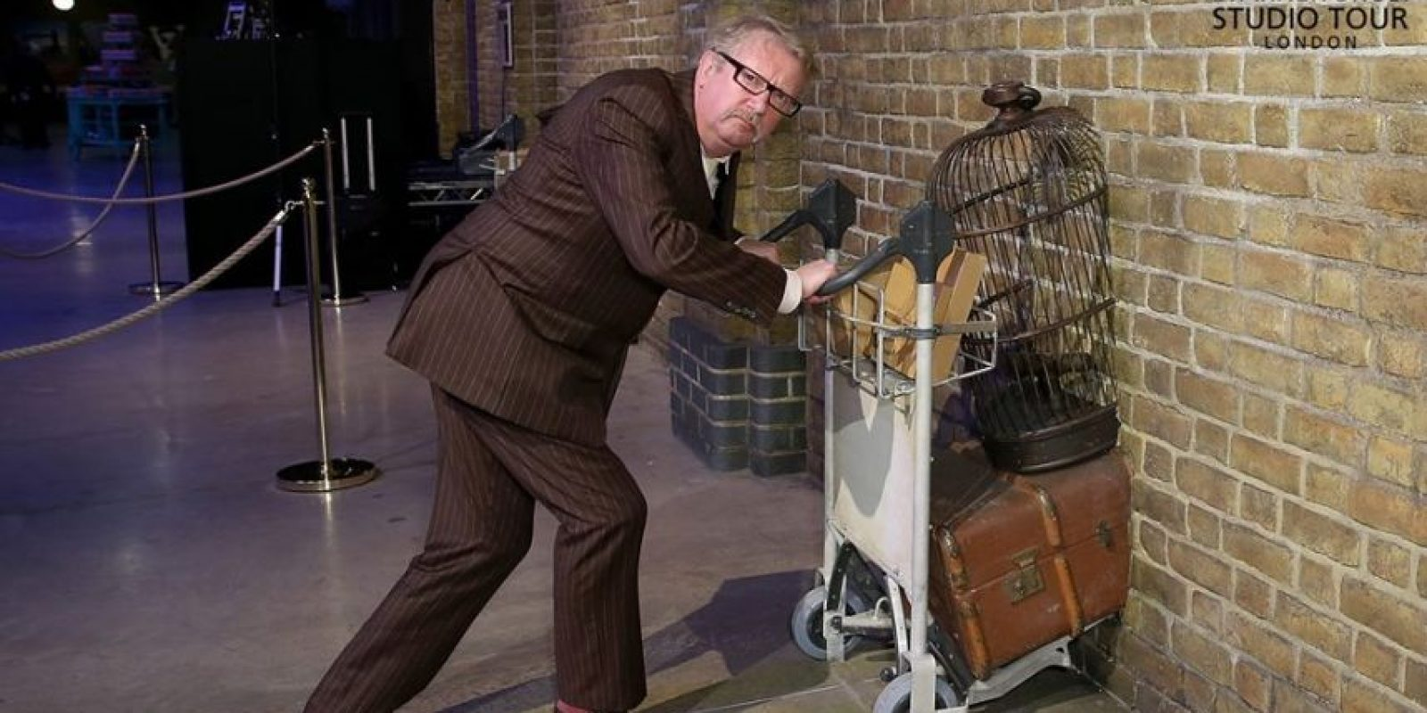 Mark Williams interpretó al papá de Ron Weasley Foto: Facebook/wbtourlondon