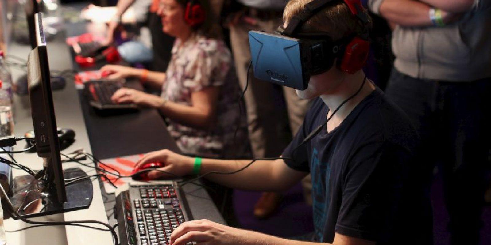 Los lentes de realidad virtual aparecieron por vez primera en la década de los 90. Principalmente fueron diseñados para los videojuegos. Foto:Getty