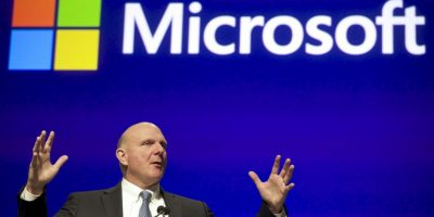 Steve Ballmer es el socio de Microsoft más favorecido. Además de participar activamente en ponencias, Ballmer contribuye en el progreso de la compañía. Él tiene la suma total de 21 mil 500 millones de dólares. Foto:Getty Images
