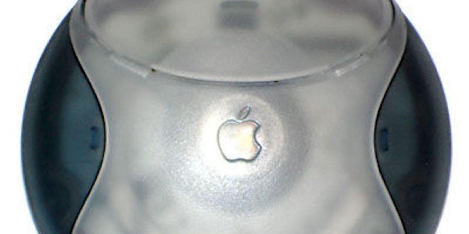 El Hockey Puck Mouse perdió mucha fuerza por lo incómodo del diseño, aunque era muy linda su apariencia. Además, los usuarios se quejaban de la poca extensión del cable, que impedía la buena movilidad del ratón. Foto:Vía commons.wikimedia.org