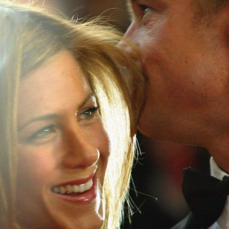 Poco antes de cumplir cinco años de casados, el actor conoció a Angelina Jolie, de quién se enamoró perdidamente. Foto:Getty