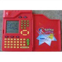 """El """"Pokedex"""" con el que Ash identificaba a cada pokémon. Foto:Ebay"""