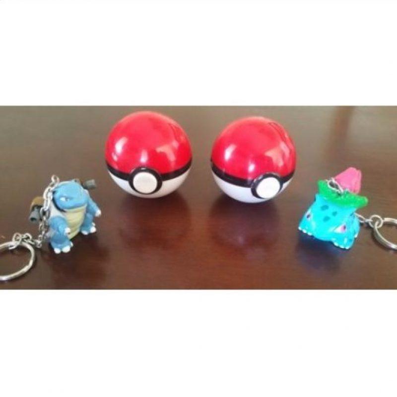 """Las famosas """"Pokebolas"""", donde vivían estas criaturas. Foto:Ebay"""