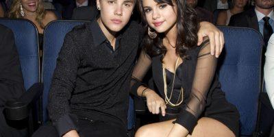 La relación entre Selena Gomez y Justin Bieber dio por terminada a causa de el intérprete estaba saliendo con Rihanna, de acuerdo con el portal Online, esto la destruyó. Foto:Getty