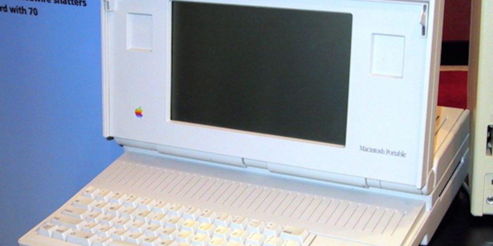 Así lucía la Macintosh Portable, cuya peor pesadilla fue el enorme y nada portable diseño, aunque su nombre diga lo contrario. Foto:Vía commons.wikimedia.org